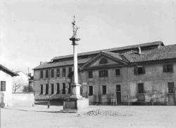 Cornaredo: Colonna di S. Carlo e portineria della Filanda