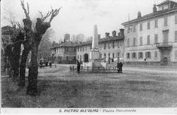 San Pietro all'Olmo: piazza Monumento