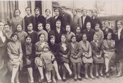 [ Donne di una piccola fabbrica tessile di Rho