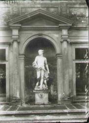 Testata architettonica con gruppo scultoreo in nicchia (crepuscolo) fronte nord Ninfeo