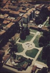 Veduta aerea del giardino con fontana di Galatea e Ninfeo