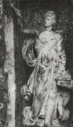 Gruppo scultoreo raffigurante figura femminile e putto con canestra di fiori, pareti a tenaglia del fronte sud del Ninfeo