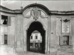 Portale d'ingresso alla villa