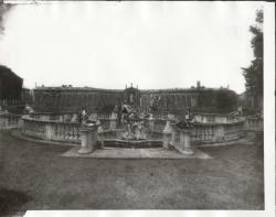 Fontana di Teti e il nicchione in testa al giardino
