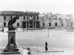 Palazzo Serbelloni: fronte nord: veduta dopo l'incendio parzialmente demolito