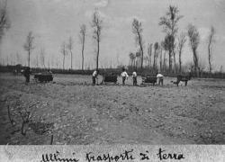 Cascina Carlo: vagoncini al lavoro: esperimenti di mescola dei terreni per migliorarne la resa [4]