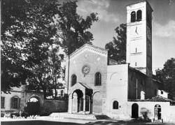 San Pietro all'Olmo: piazza vecchia [2]