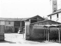 [1]: Cornaredo: abbattimento del cortile del fattore di casa Serbelloni