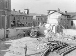 [5]: Cornaredo: abbattimento del cortile del fattore di casa Serbelloni