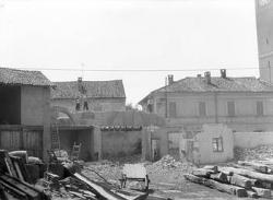 [8]: Cornaredo: abbattimento del cortile del fattore di casa Serbelloni