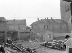 [9]: Cornaredo: abbattimento del cortile del fattore di casa Serbelloni
