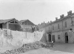 [17]: Cornaredo: abbattimento del cortile del fattore di casa Serbelloni