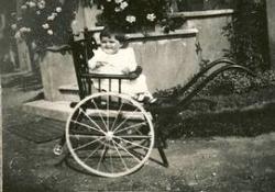 San Pietro all'Olmo: bambina sul biciclo