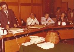 Amministrazione Cassanmagnago 1980-1981: Insediameno del Consiglio Comunale: Cassanmagnago tiene un discorso: Gabri Brambilla, Alberto Mascheroni e Ugo Albertazzi