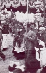 [Mazzo 1940]: Ingresso parrocchiale: Don Pietro Fumagalli in processione